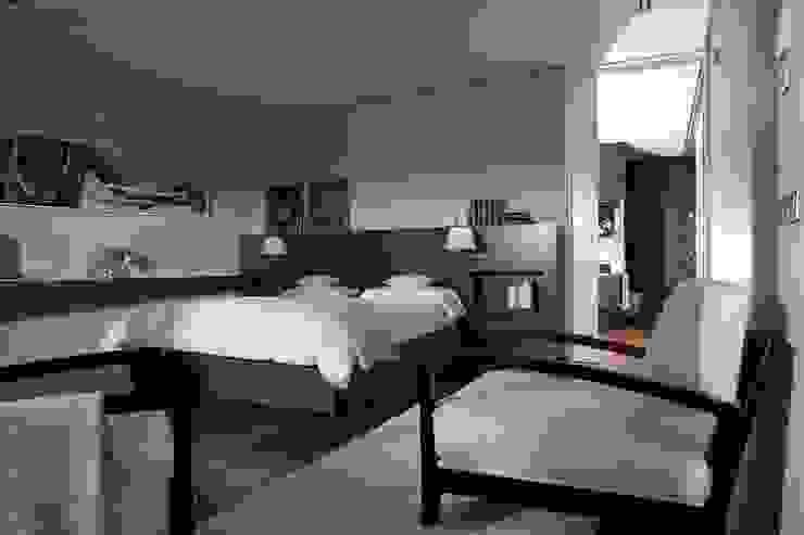 Modern style bedroom by Laura Yerpes Estudio de Interiorismo Modern