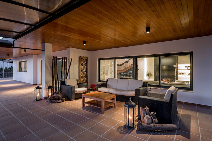 Varandas, alpendres e terraços modernos por Laura Yerpes Estudio de Interiorismo Moderno