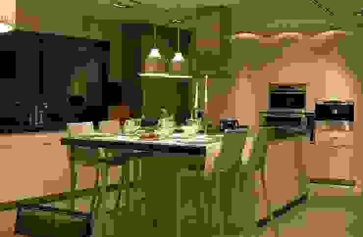 Modern kitchen by Laura Yerpes Estudio de Interiorismo Modern