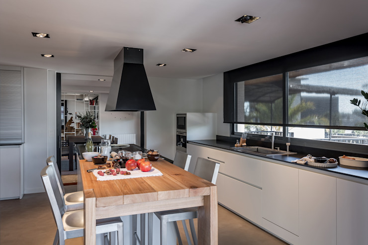 Comedor integrado en cocina Cocinas modernas de Laura Yerpes Estudio de Interiorismo Moderno