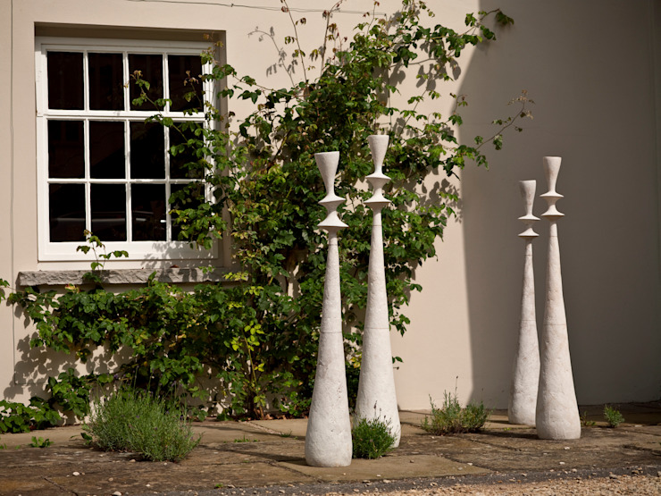 Engobe Spindles - detail Modern balcony, veranda & terrace by claire ireland Modern
