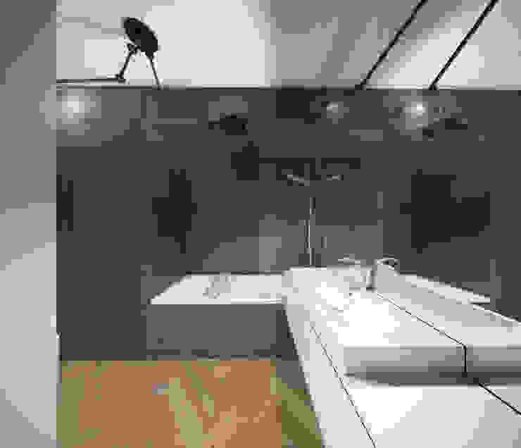 Baños de estilo moderno de HUK atelier Moderno