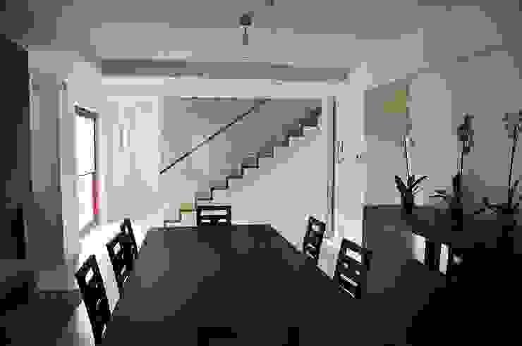Dom Jednorodzinny PW wnętrza : styl , w kategorii Jadalnia zaprojektowany przez Innebo,Nowoczesny