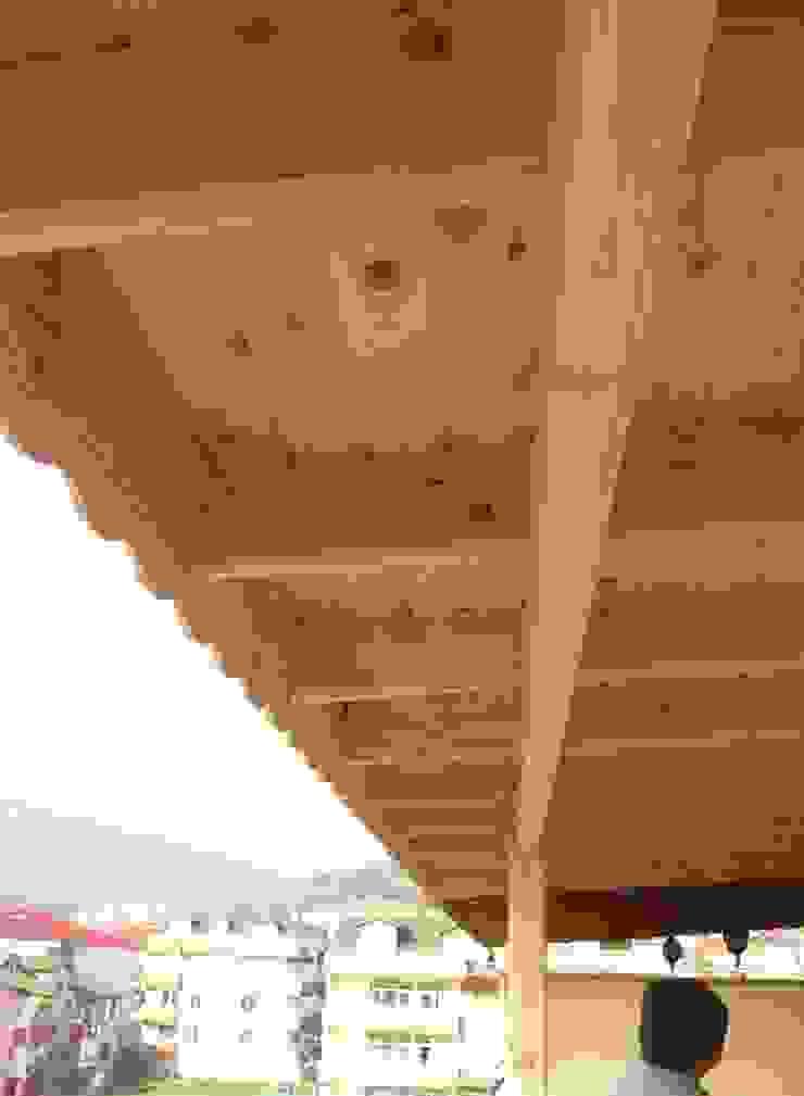 EST Orman Ürünleri Modern Balkon, Veranda & Teras EST Orman Ürünleri Modern