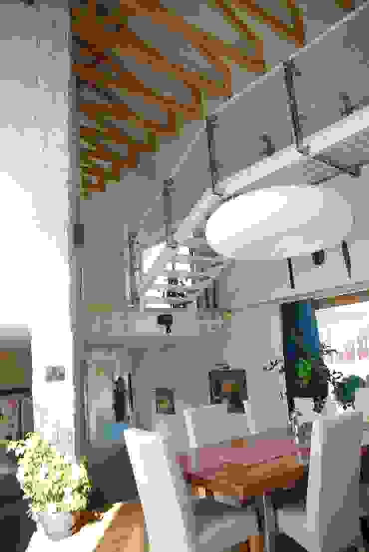 Rezydencja pod Warszawą Nowoczesny salon od Innebo Nowoczesny
