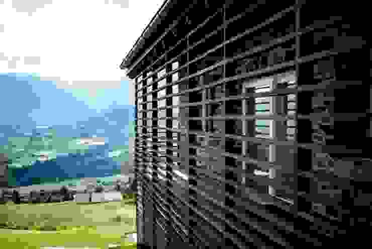 DETTAGLIO 01 Balcone, Veranda & Terrazza in stile eclettico di ARCHITETTO ALESSANDRO PASSARDI Eclettico