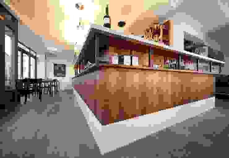 Bar Centrale - nachhaltige Gastronomie Minimalistische Gastronomie von Colourform Minimalistisch