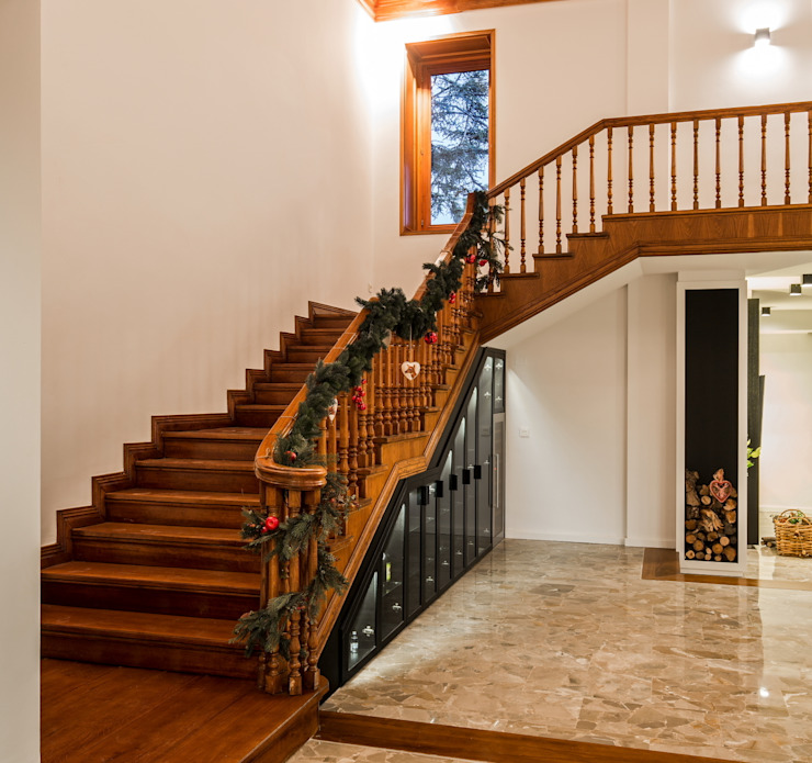 Corridor & hallway by Laura Yerpes Estudio de Interiorismo, Classic