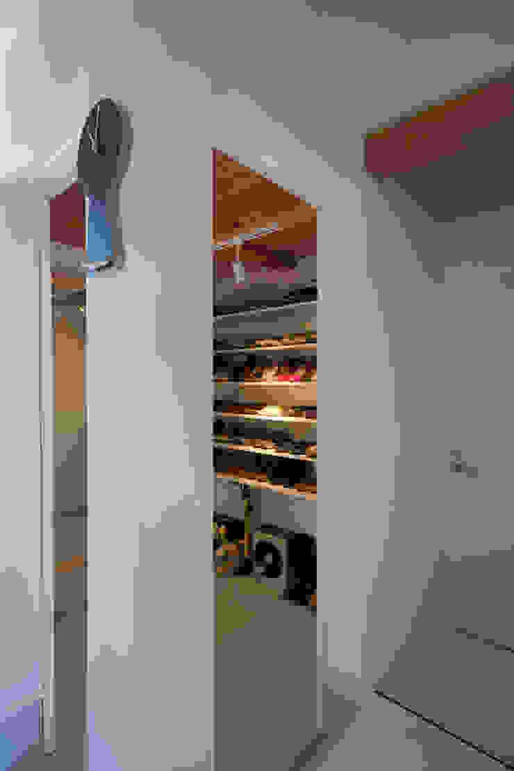 Zig Zag シューズクローク モダンデザインの 多目的室 の キリコ設計事務所 モダン