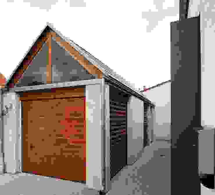 Garagens e arrecadações  por Architekten Lenzstrasse Dreizehn, Moderno