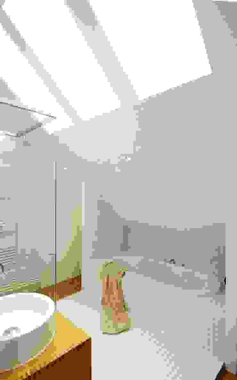 Architekten Lenzstrasse Dreizehn Modern style bathrooms
