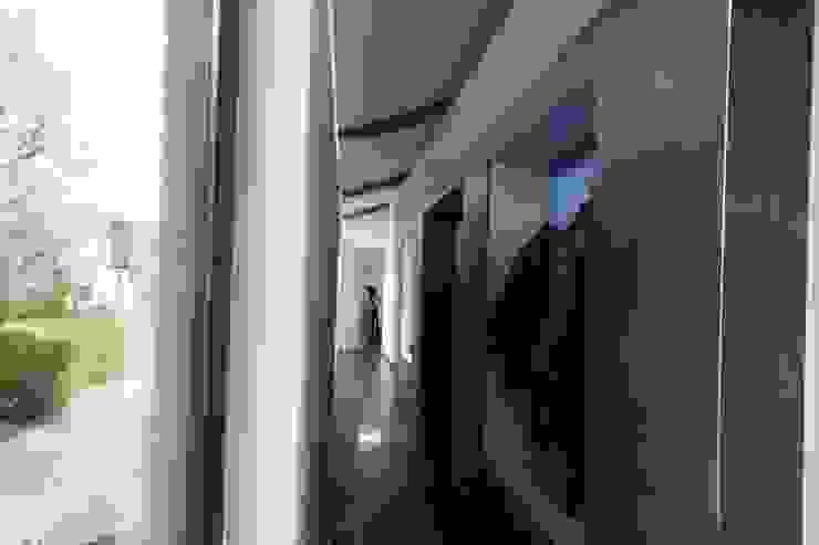 KleurInKleur interieur & architectuur Коридор, коридор і сходиГачки для одягу та стенди