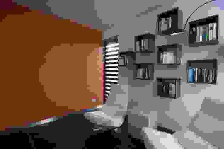 KleurInKleur interieur & architectuur Modern Study Room and Home Office