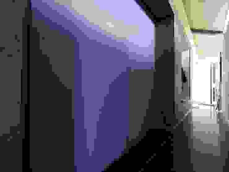 KleurInKleur interieur & architectuur Corridor, hallway & stairsStorage