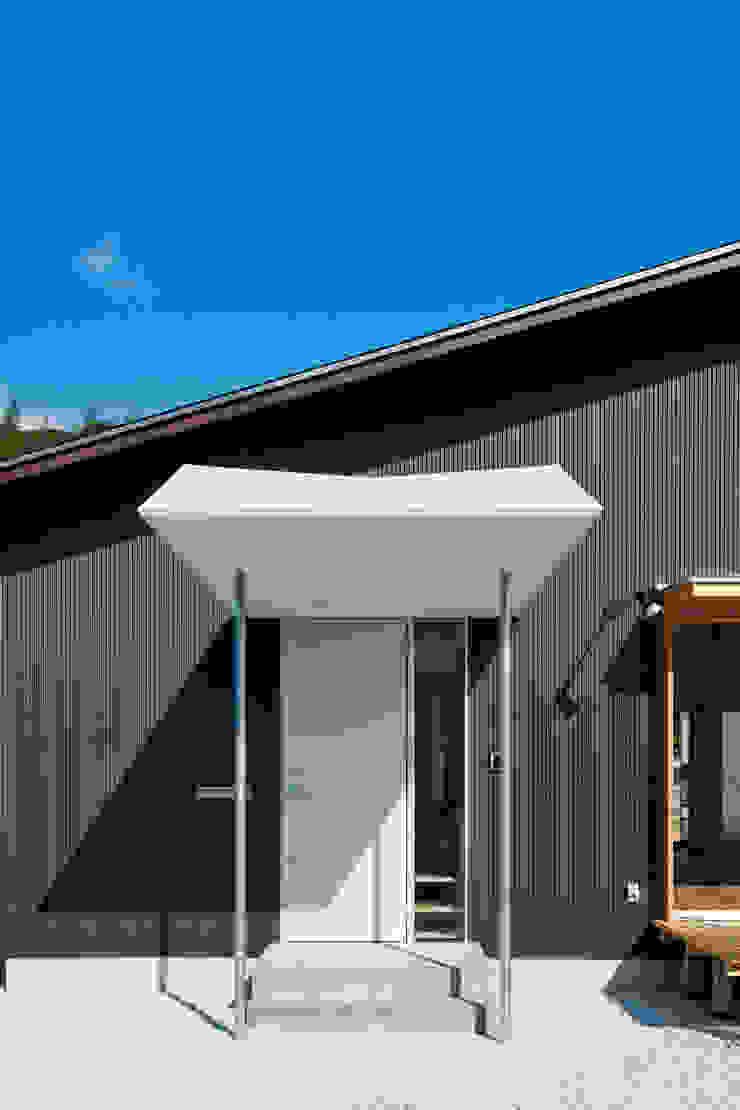 トトロ 玄関ポーチ モダンな 家 の キリコ設計事務所 モダン