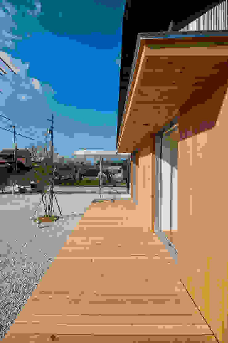 トトロ 縁側 和風デザインの テラス の キリコ設計事務所 和風