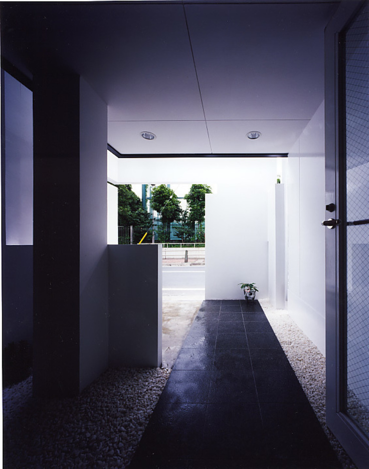 de 濱嵜良実+株式会社 浜﨑工務店一級建築士事務所 Moderno