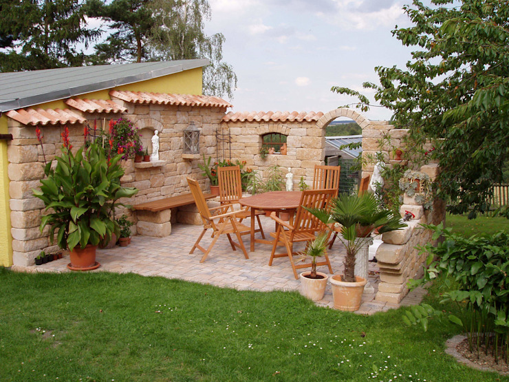 Vườn phong cách Địa Trung Hải bởi Rimini Baustoffe GmbH Địa Trung Hải