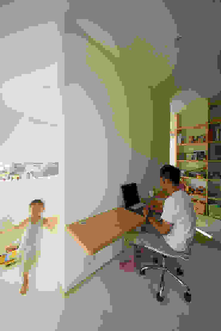 ARCHIXXX眞野サトル建築デザイン室 Modern Study Room and Home Office