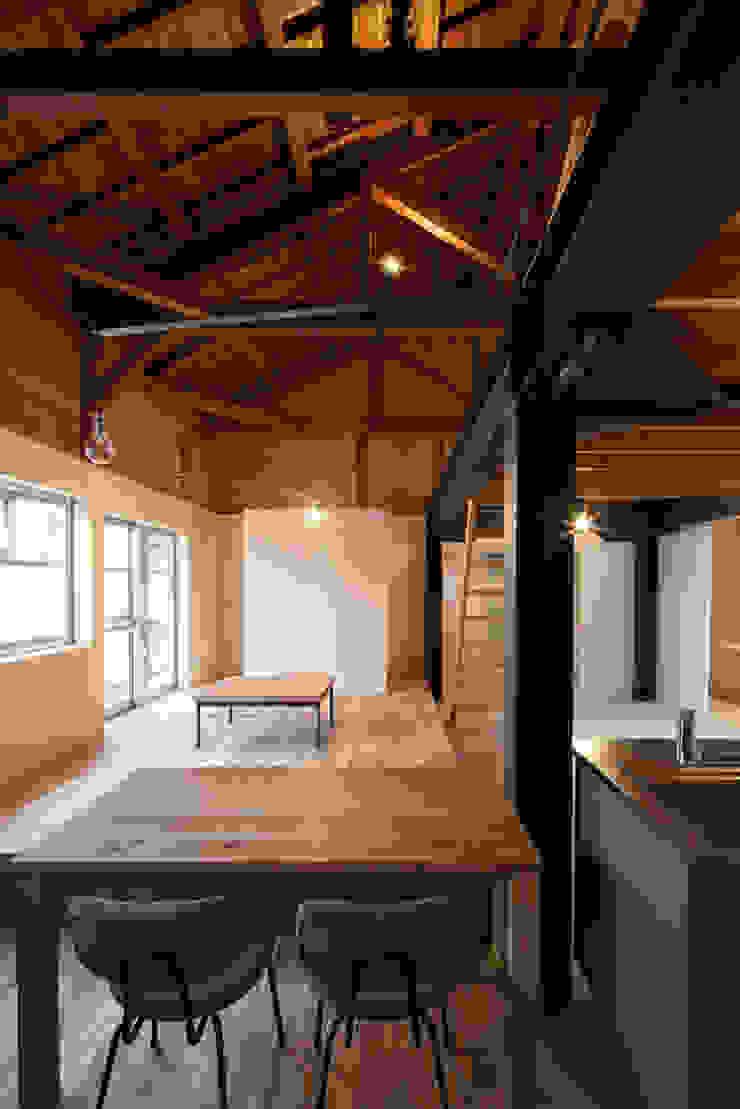 リビング ARCHIXXX眞野サトル建築デザイン室 和風デザインの リビング