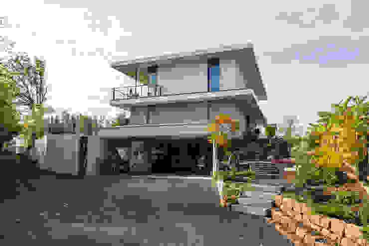 opEnd house – Single Family House in Lorsch, Germany Nowoczesny garaż od Helwig Haus und Raum Planungs GmbH Nowoczesny