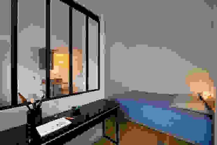 La chambre Chambre moderne par MELANIE LALLEMAND ARCHITECTURES Moderne