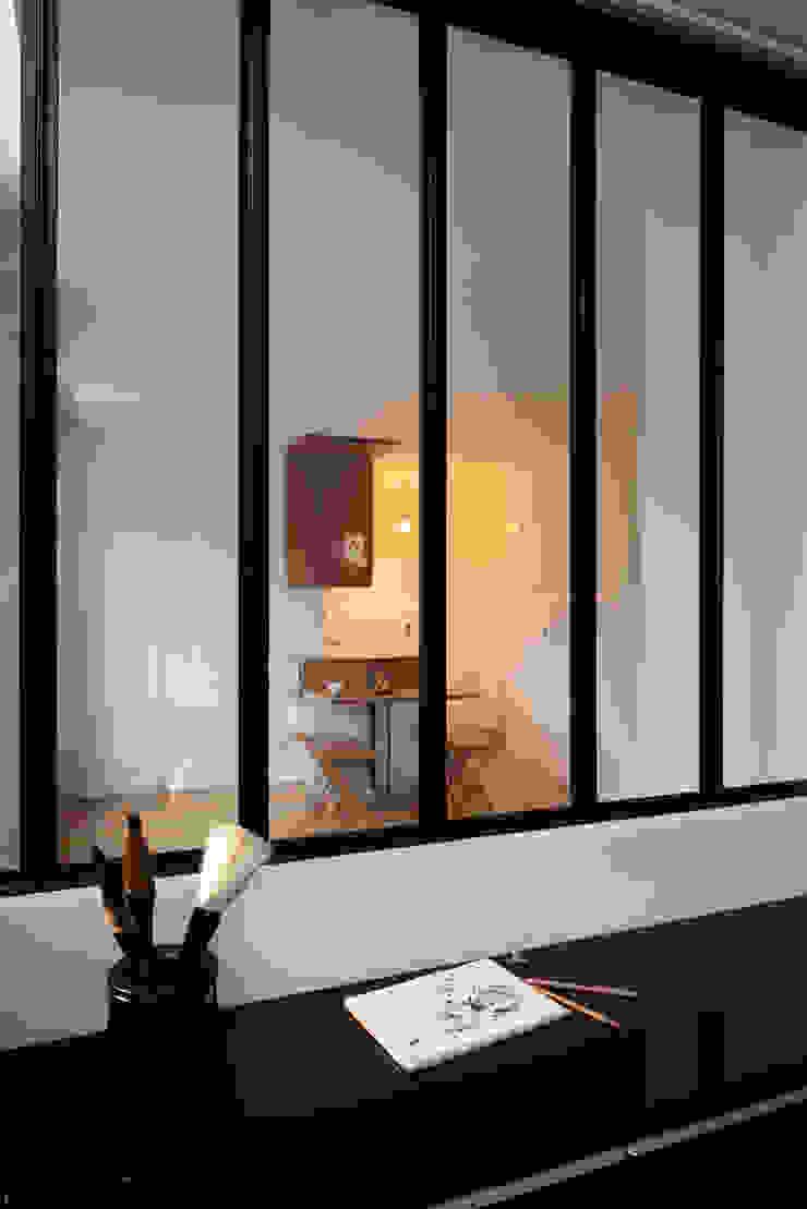 La baie Chambre moderne par MELANIE LALLEMAND ARCHITECTURES Moderne