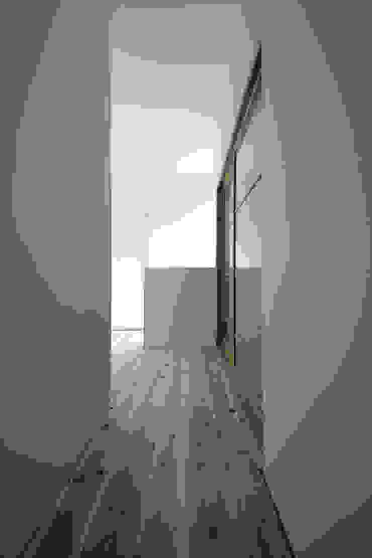 House for Installation ミニマルスタイルの 玄関&廊下&階段 の Jun Murata   JAM ミニマル