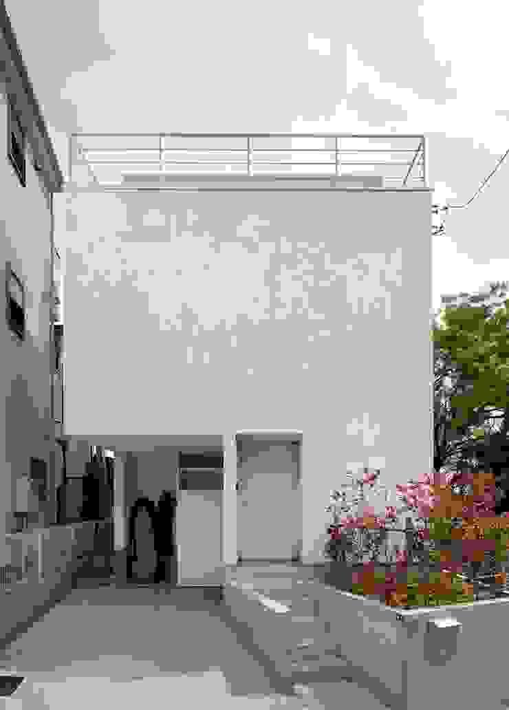 Modern Houses by hiroshi Modern