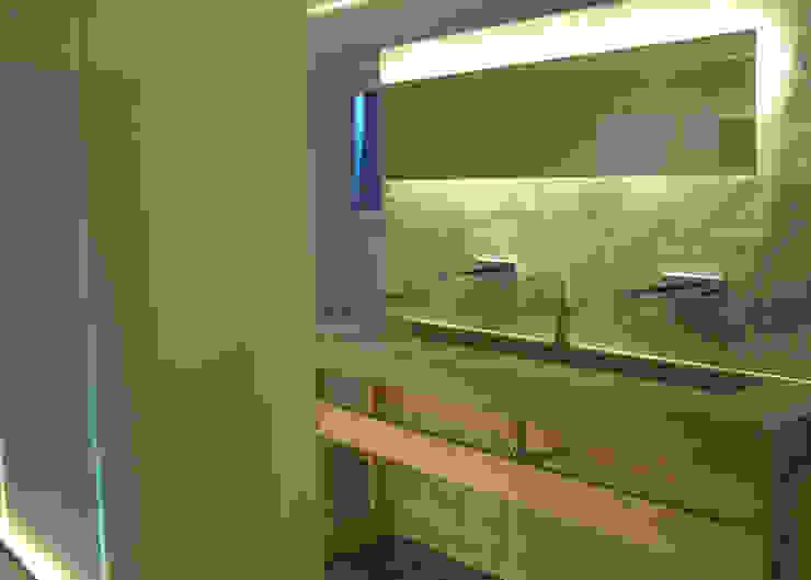 Baños de estilo minimalista de Form in Funktion / UrbanDesigners Minimalista