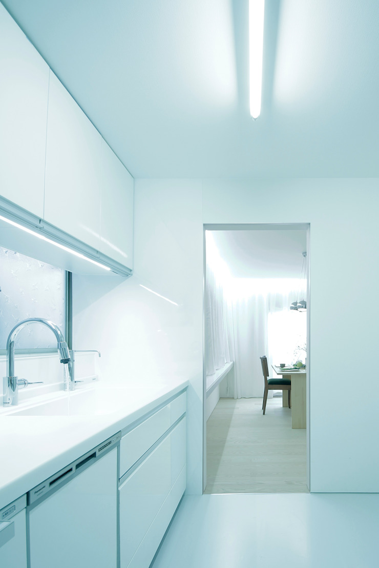 House for Installation ミニマルデザインの キッチン の Jun Murata   JAM ミニマル