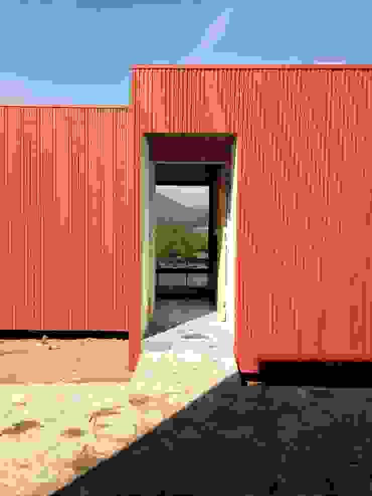 Rojo Óxido:  de estilo industrial por Inicio Estudio, Industrial