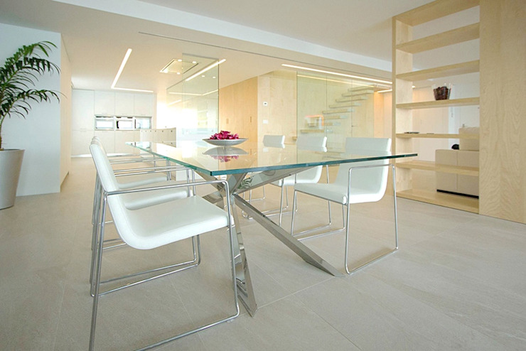 Comedor con mesa de cristal - Casa Moncofa - Chiralt Arquitectos Comedores de estilo minimalista de Chiralt Arquitectos Minimalista