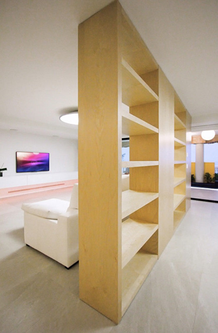 Chiralt Arquitectos Living roomShelves