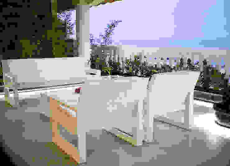 Chiralt Arquitectos Balconies, verandas & terraces Furniture