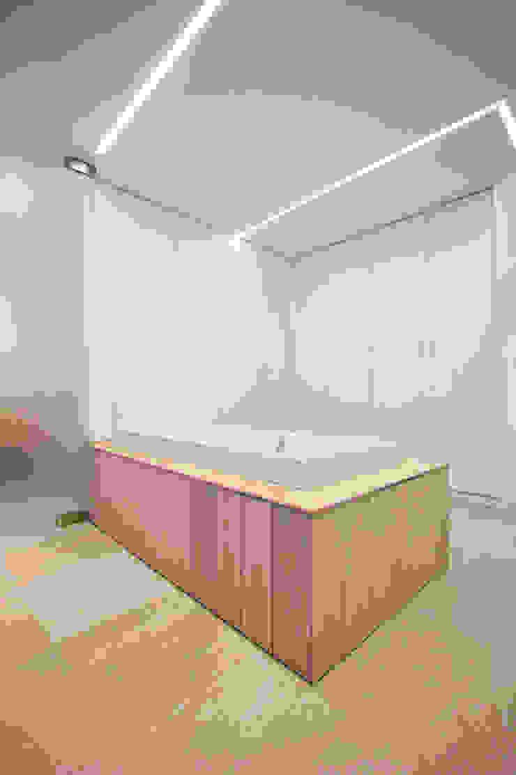 Chiralt Arquitectos BedroomWardrobes & closets