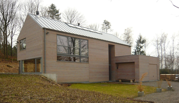 Façade avant Maisons modernes par Atelier d'architecture François Misonne Moderne