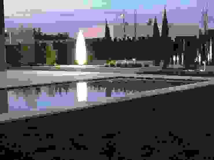 Piscina Albercas modernas de ISAURA ROMEO ESTUDIO DE PAISAJISMO Moderno