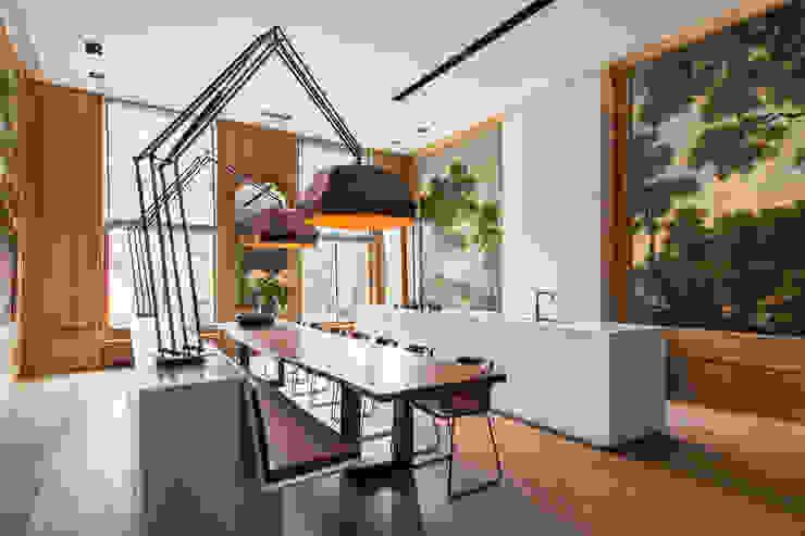 Modern en monumentaal wonen aan de gracht: modern  door Studio RUIM, Modern