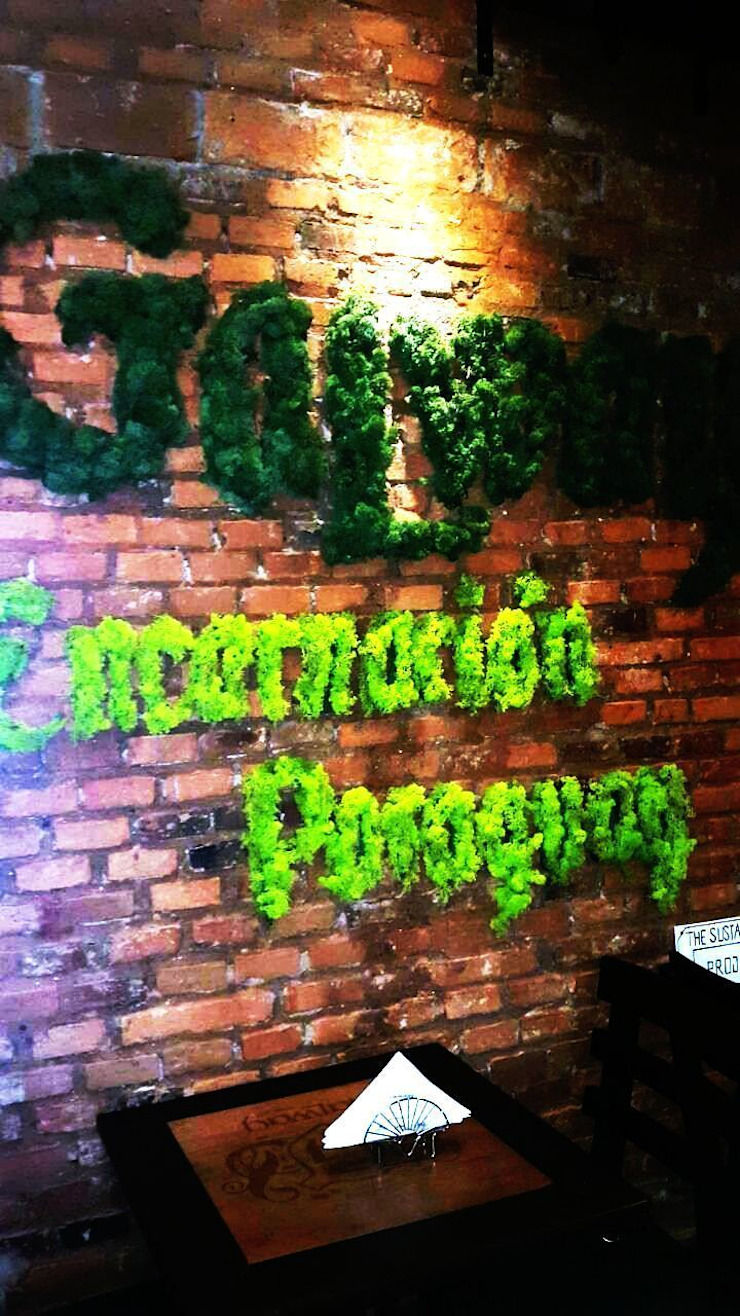 Galway Irish Pub Espacios comerciales de estilo ecléctico de thesustainableproject Ecléctico