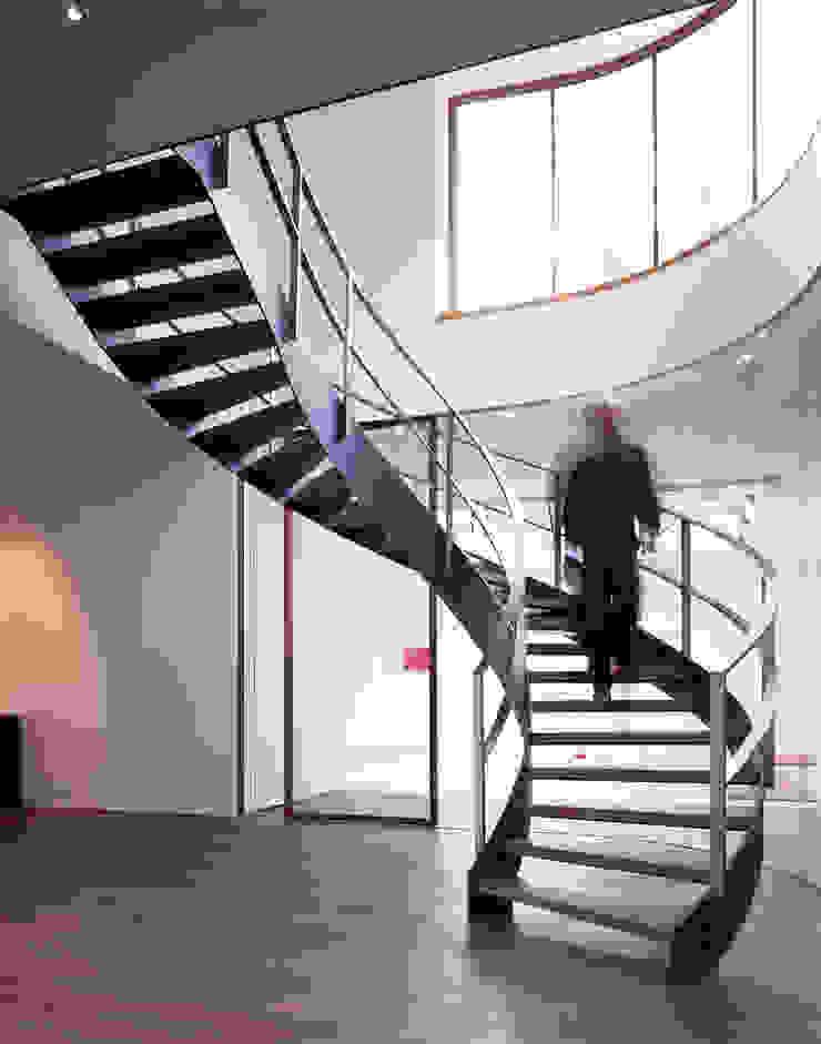 Atelier und Wohnhaus Moderner Flur, Diele & Treppenhaus von SNAP Stoeppler Nachtwey Architekten BDA Stadtplaner PartGmbB Modern