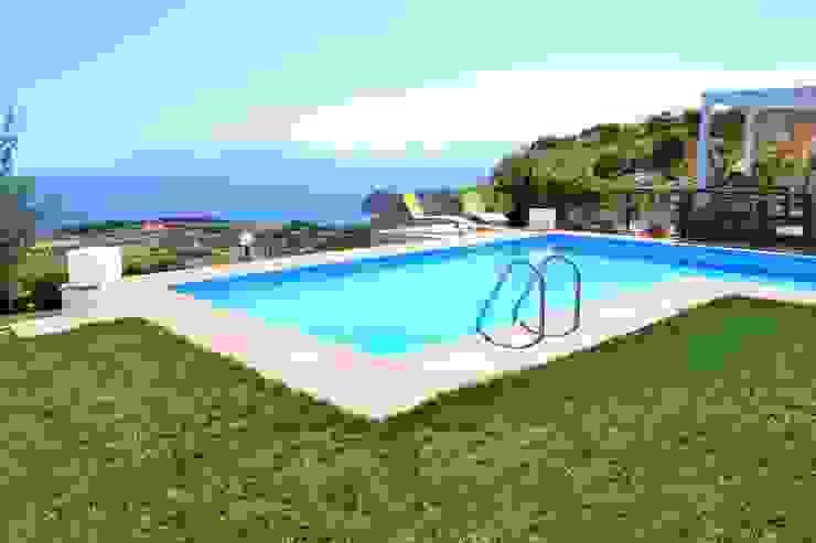 Costruzione piscina Skimmer Sfioratore Olympic Piscina moderna di Olympic Italia Costruzioni Piscine SPA - di Gabriele Lodato Moderno