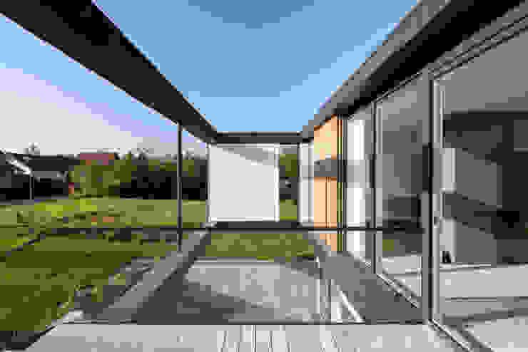Varandas, alpendres e terraços escandinavo por C.F. Møller Architects Escandinavo
