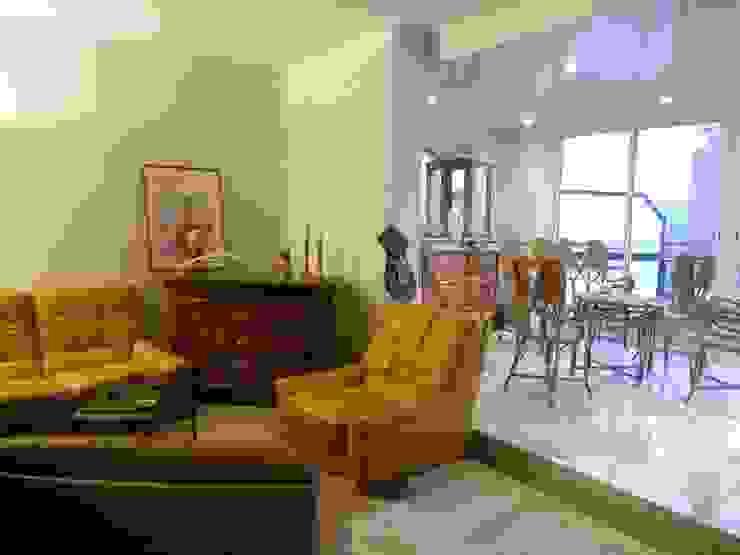 Reforma de ático en Barcelona Salones de estilo clásico de Interiors Barcelona Clásico