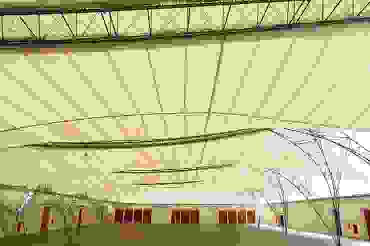 LA ROCCA CENTRO DE EVENTOS Paredes e pisos modernos por Mascarenhas Arquitetos Associados Moderno