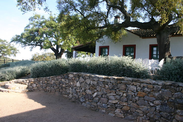 Giardino in stile mediterraneo di LA BELLA SOMBRA PAISAJISMO Mediterraneo