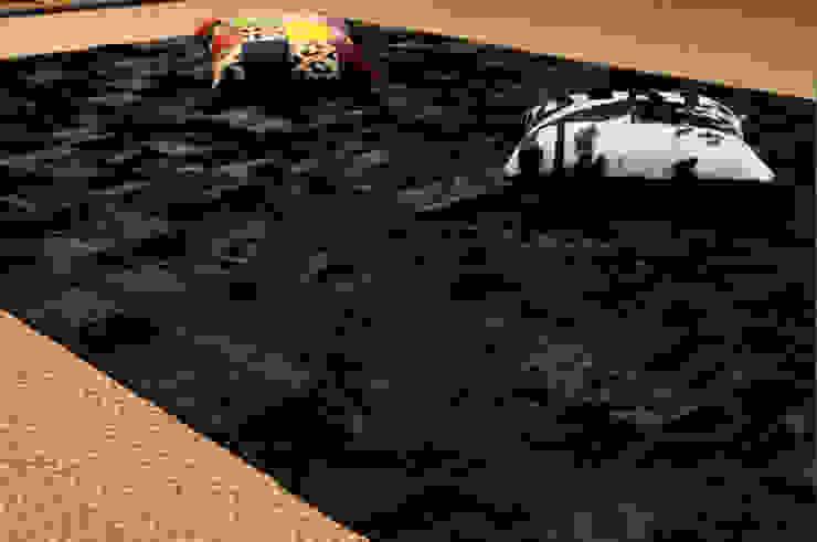 Alfombra de piel de vaca. Modelo Patchwork Negro. de Mundoalfombra Moderno