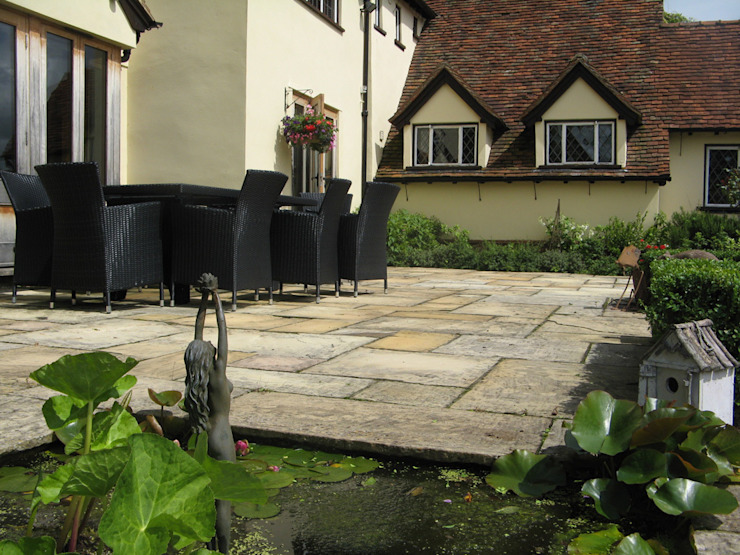 IJLA—Manor House Country style garden by IJLA Country