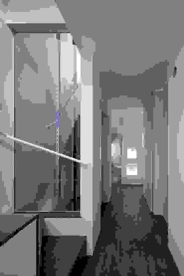 ガラスのエレベーター オリジナルスタイルの 玄関&廊下&階段 の ARCHIXXX眞野サトル建築デザイン室 オリジナル