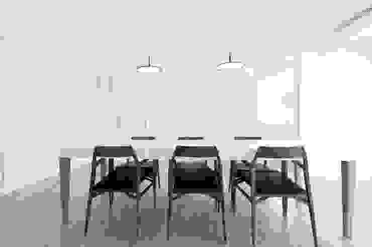 appart Sala da pranzo minimalista di stefano riva architetto Minimalista